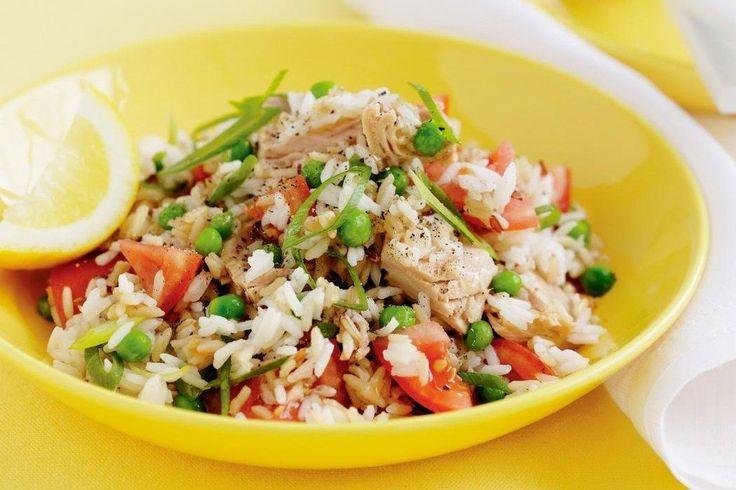 La frescura hecha platillo: arroz con atún y vegetales.