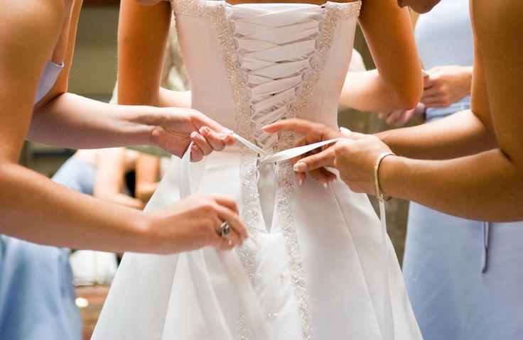 Lencer a modeladora para cada tipo de traje de novia for Ropa interior de novia