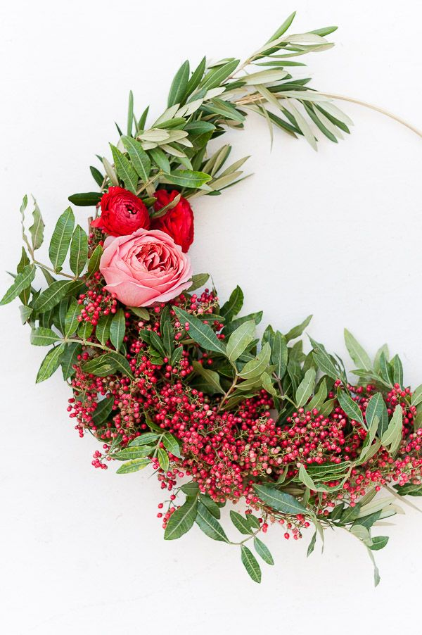 How to make asymmetrical holiday wreaths (tutorial)