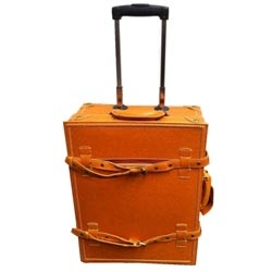 @Overstock - Classic and sophisticated, this vintage-look suitcase set from La Vida will turn heads no matter where your travels take you. This luggage set features a bright pink accent color and secures with a combination lock.  http://www.overstock.com/Luggage-Bags/La-Vida-Tan-Vintage-look-2-piece-Carry-On-Luggage-Set/5731678/product.html?CID=214117 EUR              73.42