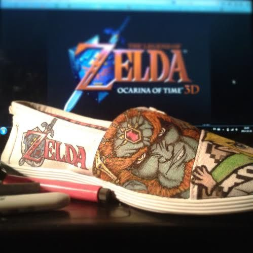 The Zelda themed shoe for MARIO VS LINK 's pair, by Fauve Boudreau Creations. See more on www.facebook.com/FauveBCreations  #zelda #logo #ganondorf #drawing #art #artist #pixelart #pixel #shoeart #shoes #fauvesshoes #fauve #gamer #legendofzelda #link #videogame #handmade