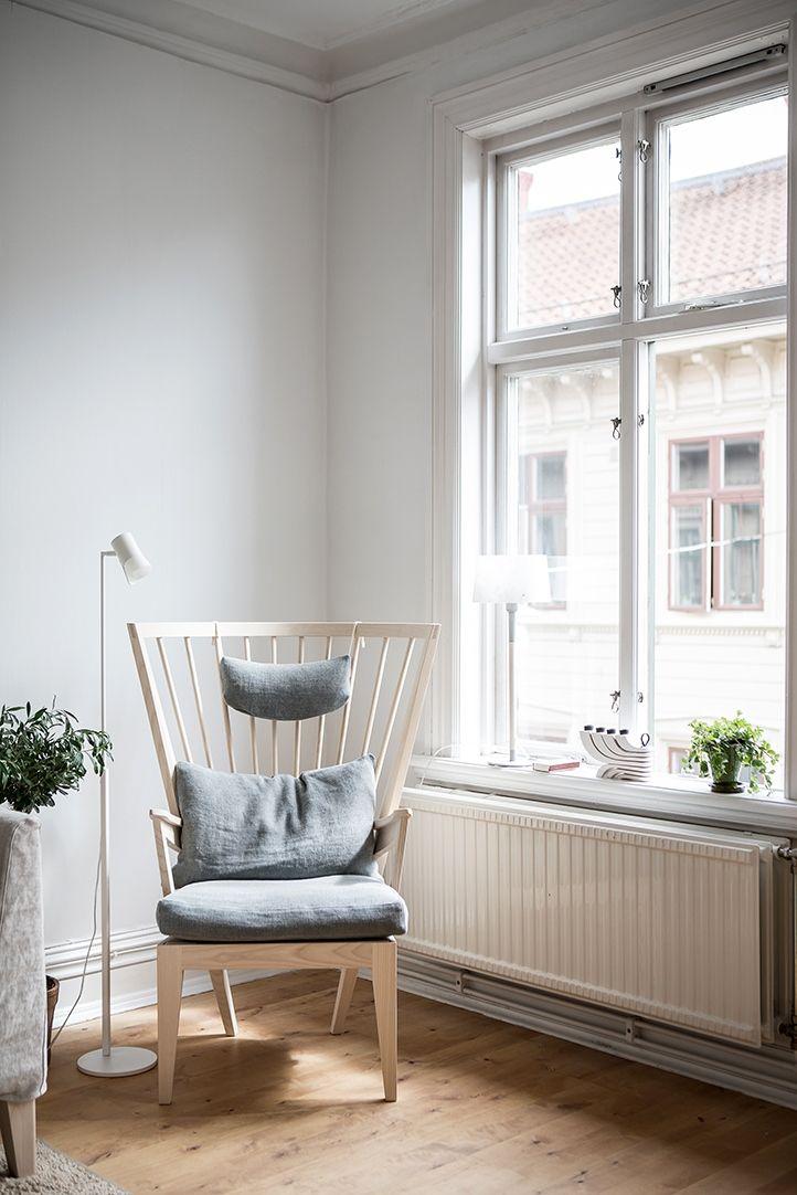 Fina originalfönster i hela bostaden