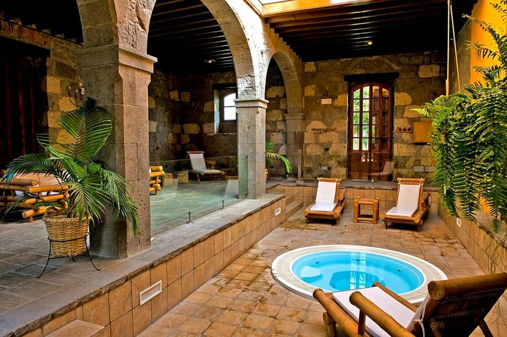 Kanariansaarten vanhin #hacienda, jossa hevostallit ja aitat on muutettu viehättäväksi hotelliksi. Tila perustettiin 1572 ja se on saanut nimensä aiemmalta omistajaltaan markiisi del Buen Sucesolta, jonka kuningas Kaarle III aateloi vuonna 1781.    Tutustu hotelli La Hacienda del Buen Sucesoon: http://www.finnmatkat.fi/Lomakohde/Espanja/Gran-Canaria/Arucas/La-Hacienda-del-Buen-Suceso/?season=talvi-13-14