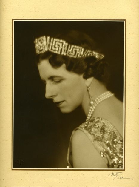 The Romanian greek key tiara looked much better when worn further back on the head, as Princess Helen did in her later years.