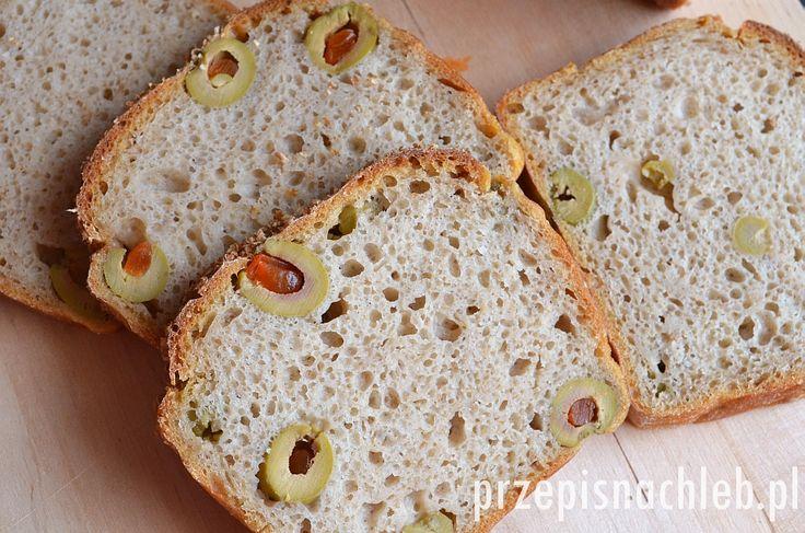Chleb żytni z oliwkami. Jest to chleb przygotowany z przewagą mąki żytniej typ 720, z niewielkim dodatkiem jasnej mąki pszennej. Dlatego od razu uprzedzam, że chleb może być lekko kleisty – ale są tacy, którzy uważają to za zaletę :). Najlepiej kroić go dopiero następnego dnia po upieczeniu. Do tego zakwas żytni razowy i oczywiście […]