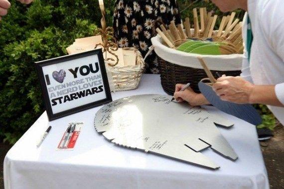 star wars guest book alternative idea | Geeky Star Wars Ideas Weddings http://emmalinebride.com/themes/geeky-star-wars-ideas-weddings/