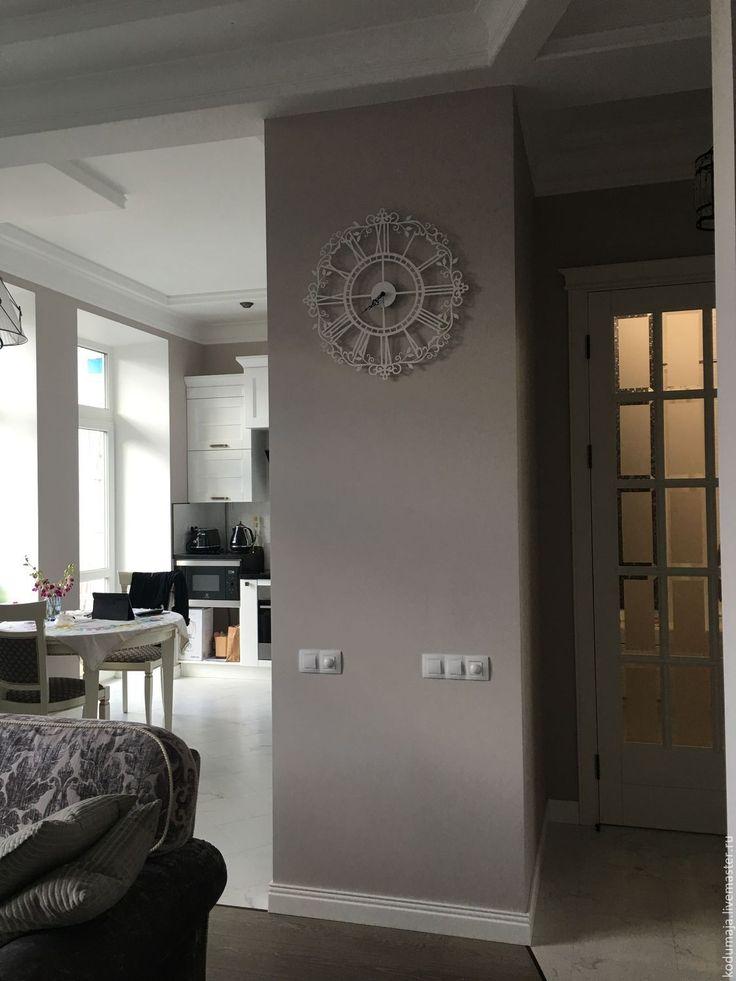 "Wall clock ""Aaris"". Metal wall clock. White colour. 60cm. Wall clock KODUMAJA. Made of metal. Clock with curls. Openwork."