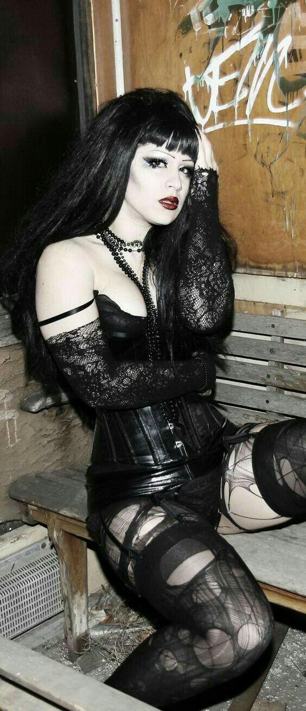Sensational goth babe