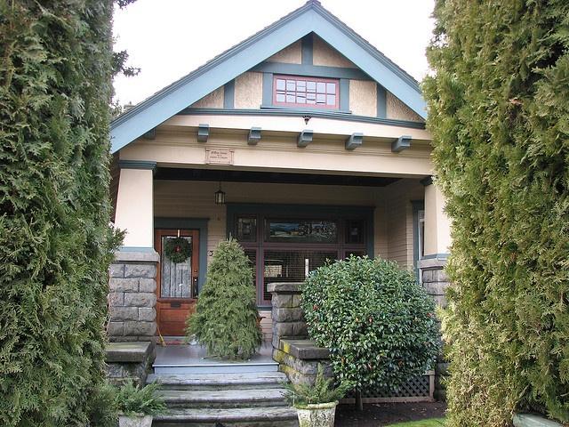 10 best images about porch gables on pinterest columns for Craftsman gable