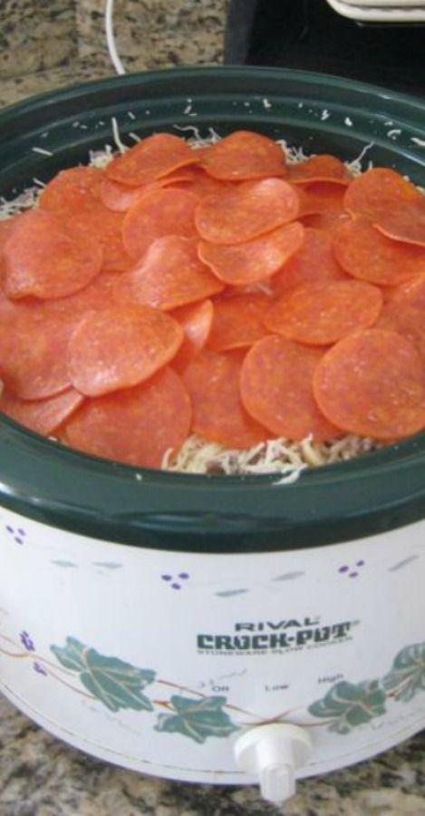Crockpot Rigatoni Recipe ~ Easy & Yummy... jar spaghetti sauce, rigatoni, ground beef, mozzarella cheese, pepperoni slices, optional mushrooms & onions