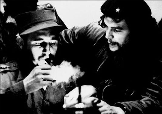 Fidel Castro et le Che Guevara, deux visions pour une même révolution En savoir plus sur http://www.lemonde.fr/ameriques/article/2016/11/27/fidel-castro-et-le-che-guevara-deux-visions-pour-une-meme-revolution_5038795_3222.html#TFSWTUrpRPDdlbGo.99 ROBERTO SALAS / AFP