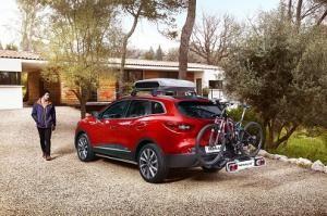 Czerwony samochód marki Renault