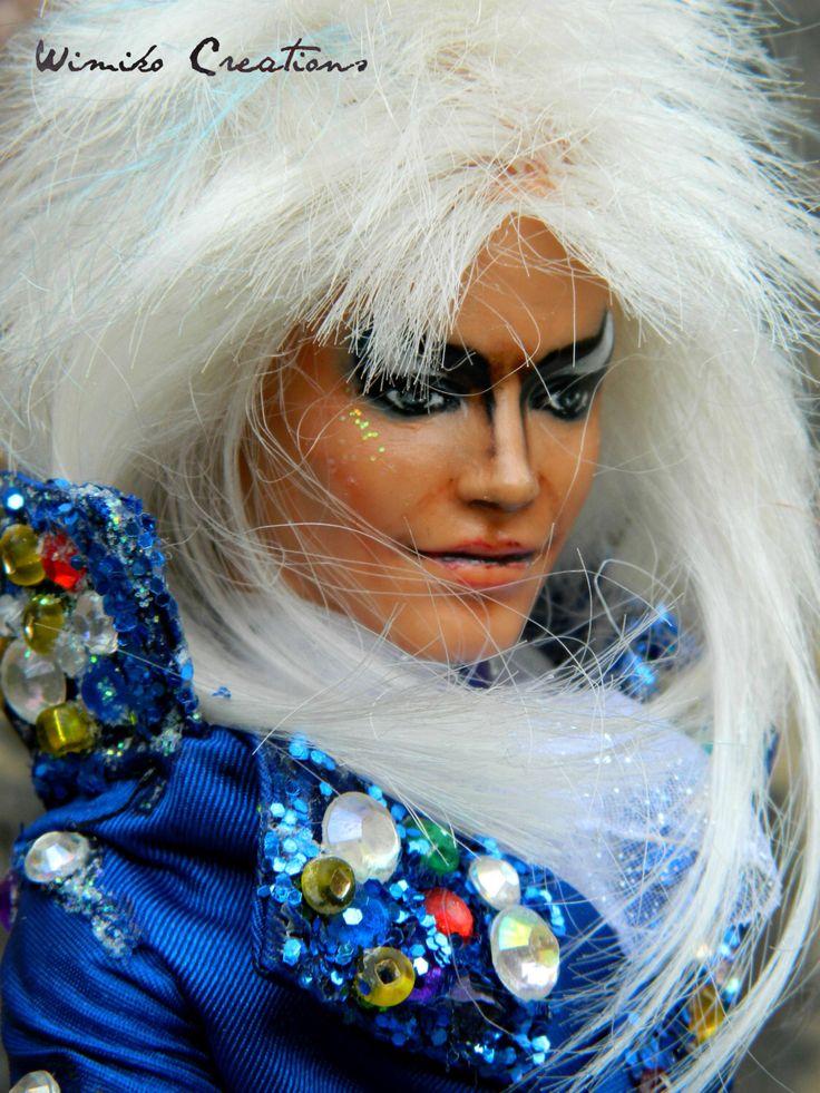 Jareth laberinto muñeco Ken repintado Reroot David Bowie de WimikoCreations en Etsy https://www.etsy.com/es/listing/446545626/jareth-laberinto-muneco-ken-repintado