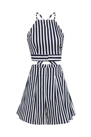 The top features a high halter neckline and a crisscross back tied with adjustable straps. The bottom of this co-ord set have a loose-fitting cut with pleats and a back zip closure for easy wear. This stripe co-ord set is slightly stretchable for summer comfort. Top it up with a floppy hat and you're good to go.