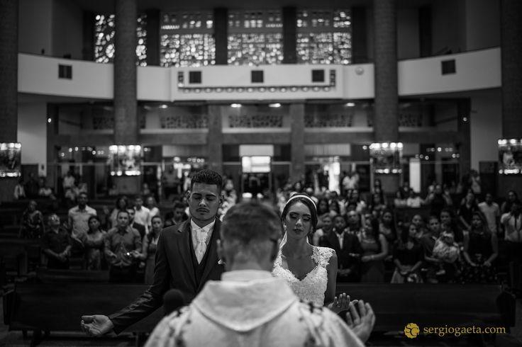 #weddingphotojournalism #weddingphotography #novios #noivos #bride #groom #igrejasaojudastadeu #weddingbrazil #brprofessionalphotographers #sonyimages #a7ii #church #igreja #padre #weddingceremony #fotojornalismocasamentosp #fotografiacasamentosp