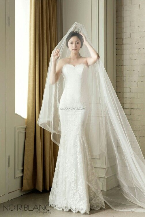 wedding dress | Noir Blanc Photography,Korea