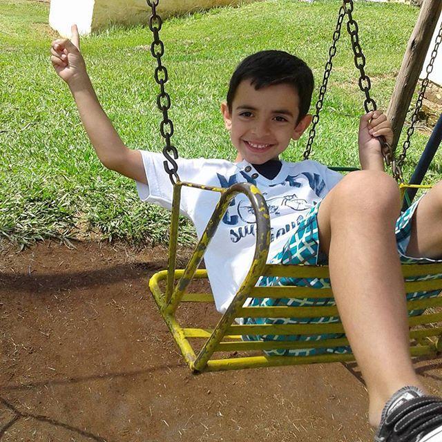 """""""Ser criança é ter a capacidade de ser feliz com pouco ou com muito que a rodeia""""."""