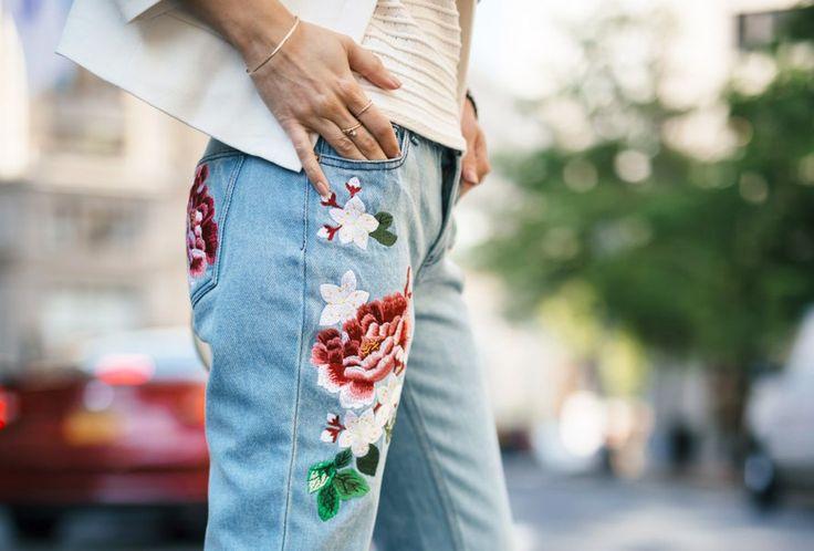 Geborduurde jeans vervangen de ripped jeans - Jani