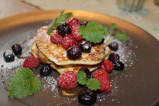 Detta var dagens middag. Utgick från Leilas recept men gjorde dem utan banan och serverade med hallon, blåbär och ljus sirap, mycket g...