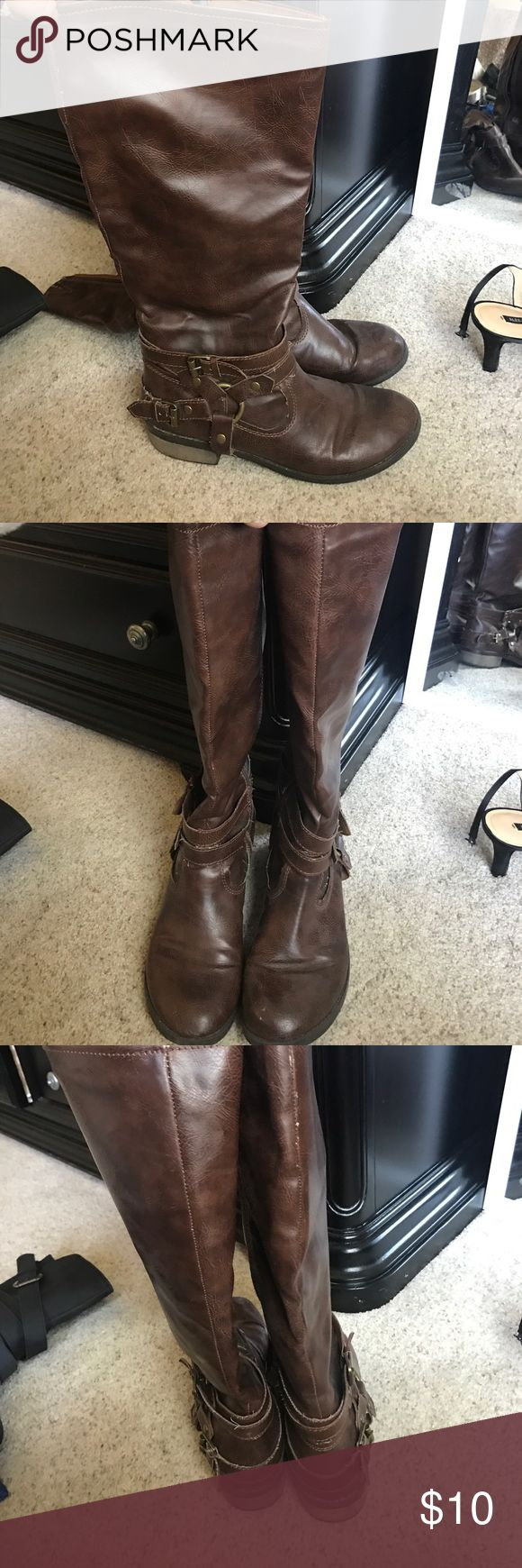 Tall Brown boots Slightly heeled tall brown boots, they fall right below the knee. Super cute with jeans! Shoes Heeled Boots