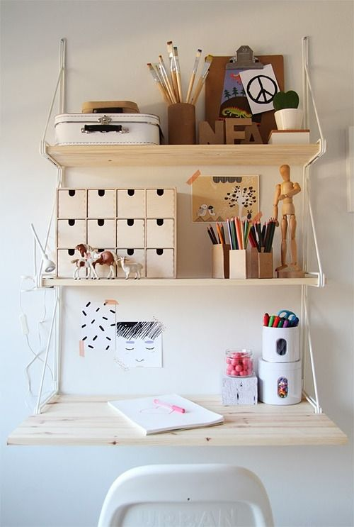 Petits petits tresors / Girl's room with a touch of red / desk with IKEA-shelfs