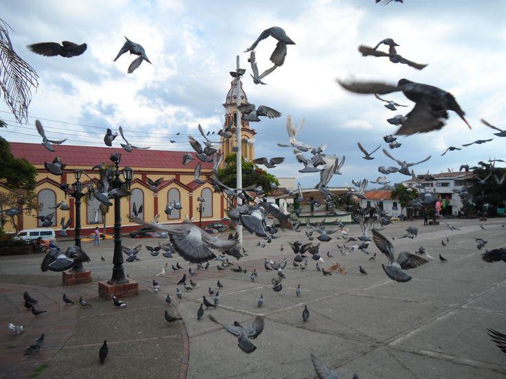parque principal Velez Santander iglesia atravesada