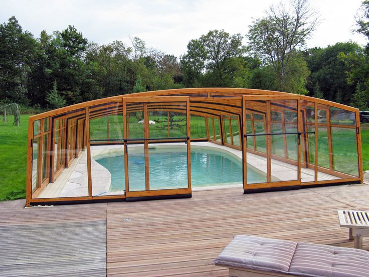 Posuvné zastřešení bazénu VISION od výrobce kvalitních zastřešení teras, bazénů a vířivek Alukovu.