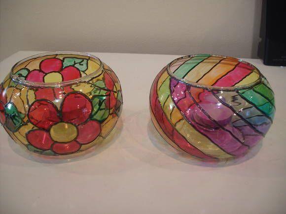 luminária feita em pote de vidro de 10cm de diãmetro.  pintura vitral feita à mão.  tema: flores e listas  Aceito encomenda para outros desenhos e temas.  Acompanha mini vela