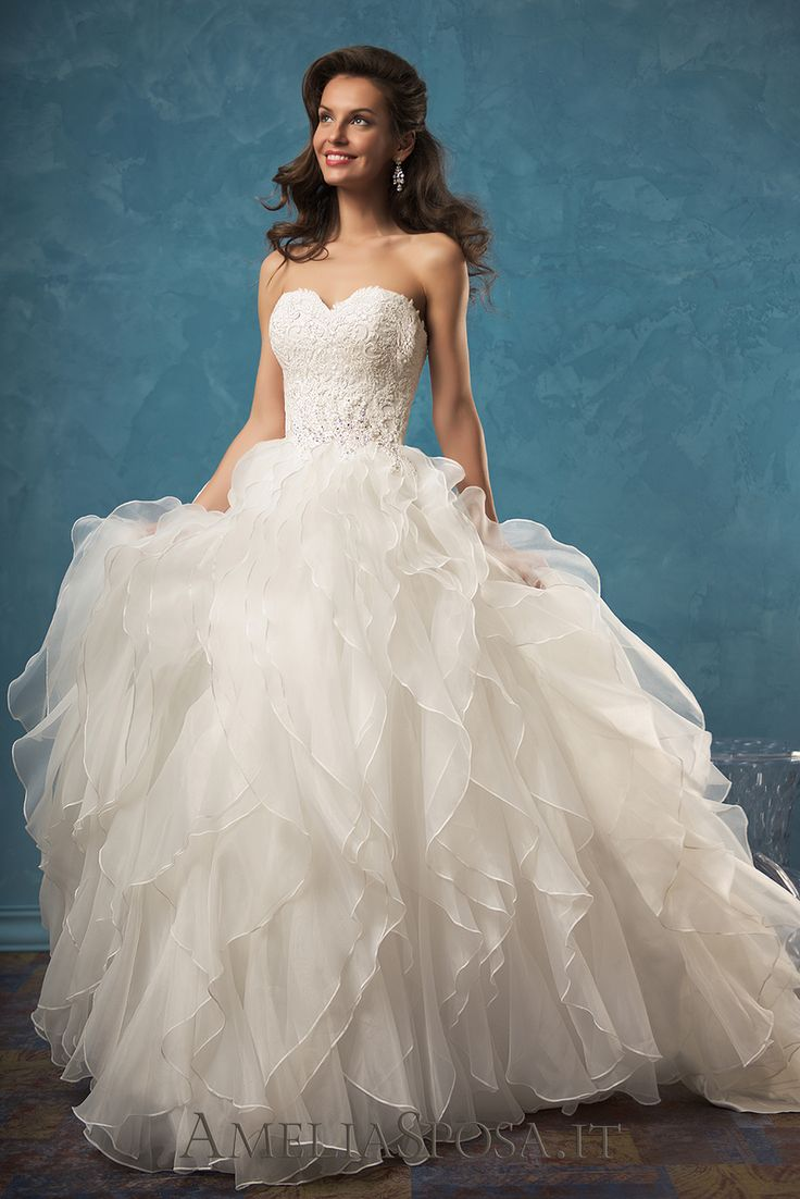See the oh-so-gorgeous Amelia Sposa dress Palmira on our website today! http://lnk.al/3tS8