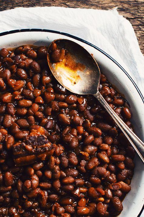 Avez-vous déjà mangé des fèves au lard à la bière? Cette recette à la mijoteuse est exquise! La Trois Pistoles d'Unibroue est une bière forte avec des arôm