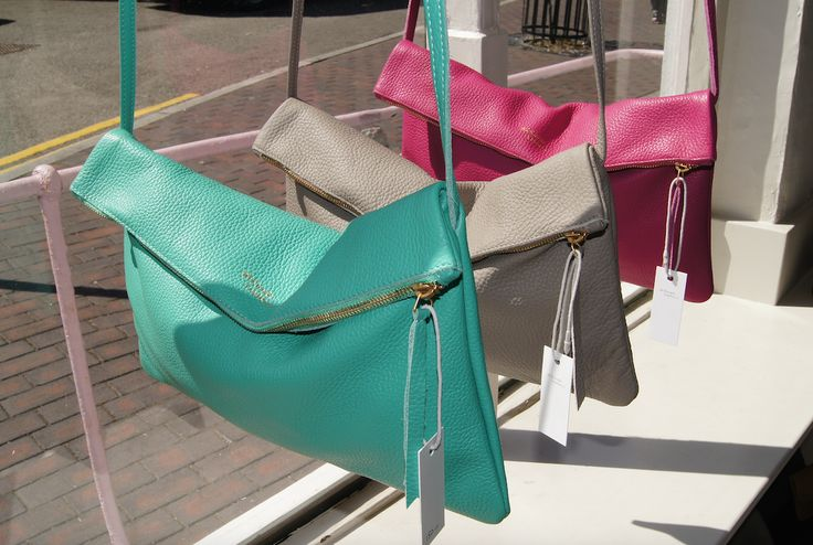 Our spring colours Turquoise Green, Light Taupe and Indian Pink, currently existing for the Jamie, will also be available this summer (end of June) for the Baby Alabama!