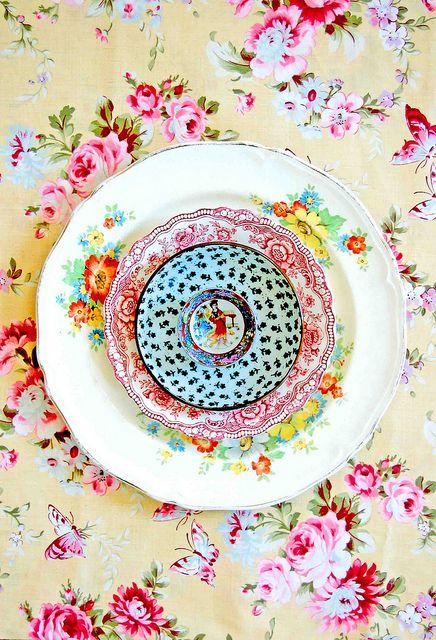 LOVE Mismatched dishes!: Tea Time, Plates, Pattern, Place Settings, Color, Vintage, Lulaland Mandalas, Table Setting, Lula Aldunate