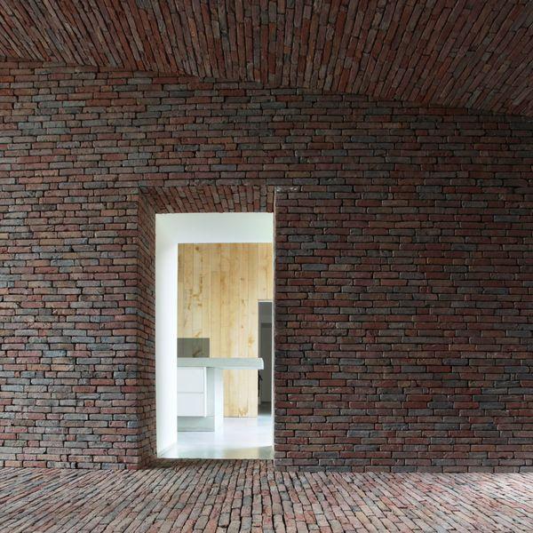 Rode baksteen en eik - Lens Ass architecten