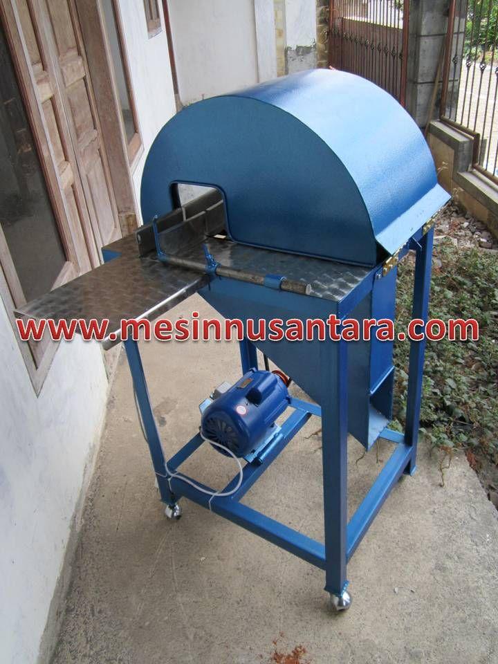 Mesin Perajang Kerupuk Lontong   Mesin Pengolah Kerupuk adalah mesin yang digunkan untuk merajang adonan krupuk lontong sehingga diperoleh hasil yang sama besar. Kapasitas : 200 Kg / jam Dimensi : 80 x 60 x 100 cm Penggerak : 3/4 Hp Putaran : 1400 rpm Bahan : Rangka besi baja Pisau : Stainless steel
