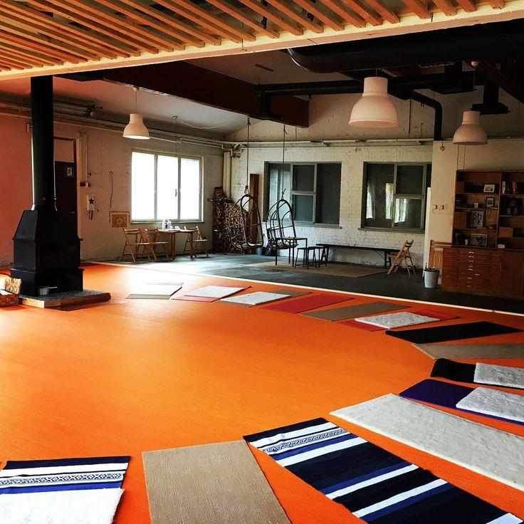 Our yogasal prepared for yet another session. #theoutdoorfactory #yoga #mindfulness #stromforsyoga #visitloviisa #bolonfloors