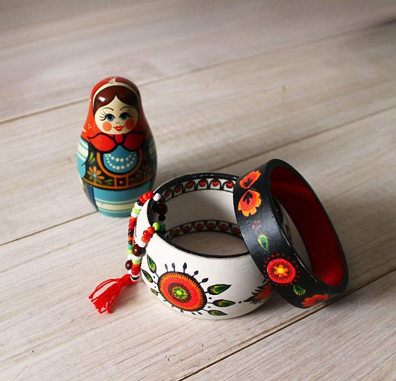 Сountry, folk, ethnic, nordic, scandinavian style wooden braceletes, bangles. White and black. Flower, sun pattern. Decoupaged and painted.