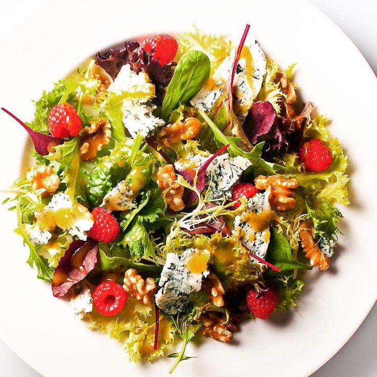 Pazar öğleni hafif geçiştirmek için Blue Heaven Danimarka Rokfor Peyniri, Frenchs Ballı Hardal Sos ve tabiki organik Ceviz ile hazırlanmış enfes bir salata !  İthal peynir çeşitleri için www.nefisgurme.com'u ziyaret ederek sipariş verebilirsiniz.   #nefisgurme #nefis #nefistarifler #leziz #lezzet #lezizsunumlar #gurme #gurmelezzetler #ayvazsef #ayvazakbacak #bimutfakikisef #ozlemmekik #istanbuldayasam #istanbulbloggers #unlusef #blogger #yemek #food #foodgasm #foodporn #foodstagram…