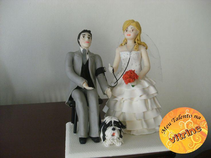 Enfeite para bolo de casamento! Artesã: Hilda Rovina Técnica: Biscuit   Email: HILDA-E-OSMAR@HOTMAIL.COM Tel: (44) 3274-7973 Facebook: https://www.facebook.com/hilda.rovina