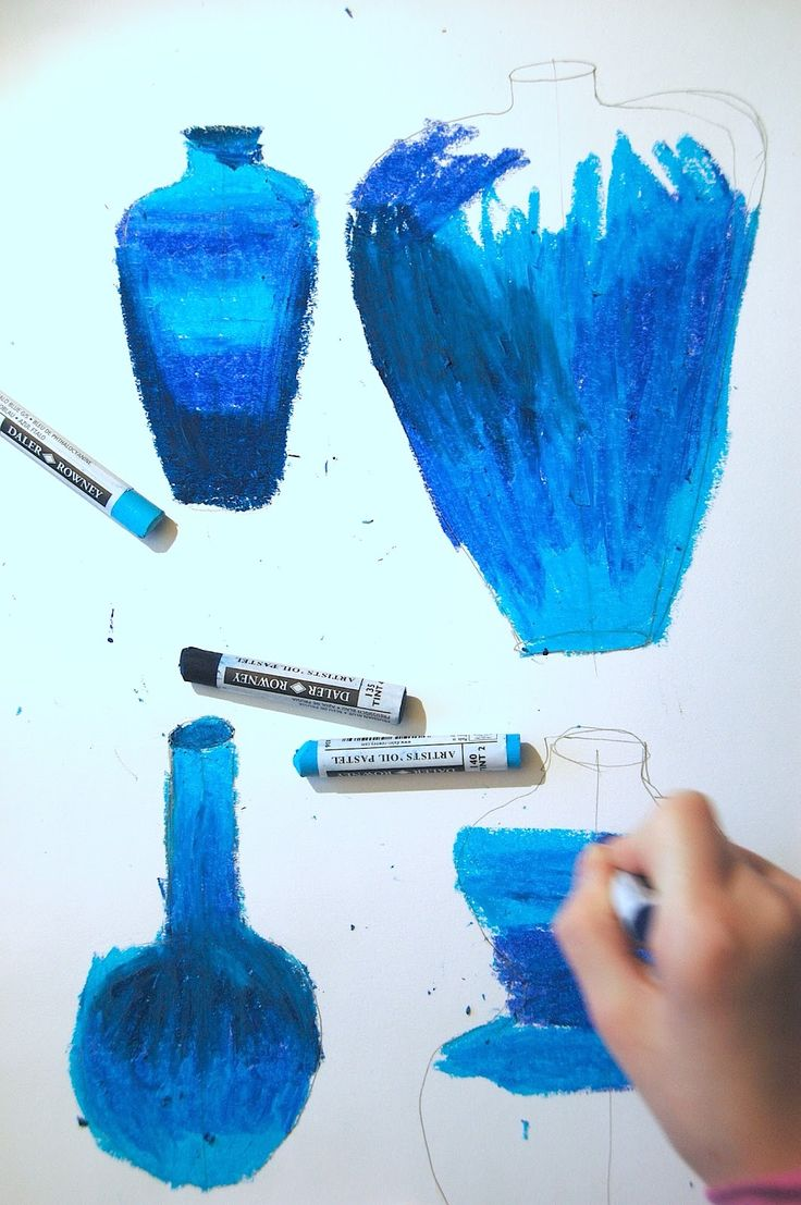 I've tried an effective technique to imitate the Ming Vases, the typical Chinese vases in white porcelain with blue decorations. We begin copying the characteristic shapes of the Chinese vases from…