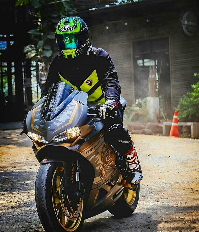 📸 @pong027  #panigale #ducati #bmw #s1000rr #bmws1000rr #yamaha #r6 #honda #cbr #cbr1000rr #bike #ride #rideout #streetbike #cc #instabike #instamotor #motorbike #like4like #follow #honda #cbr #cbr600rr #600rr #zx10r #goodday #yamaha #suzuki #gsxr #ktm#bikerforce