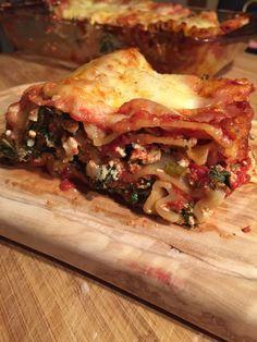 Cette lasagne est encore inspirée de ma voisine italienne. ✌️ Ma mère a toujours fait les lasagnes avec de la viande et jusqu'à ce que je connaisse cette recette, j'étais en deuil. J&r…