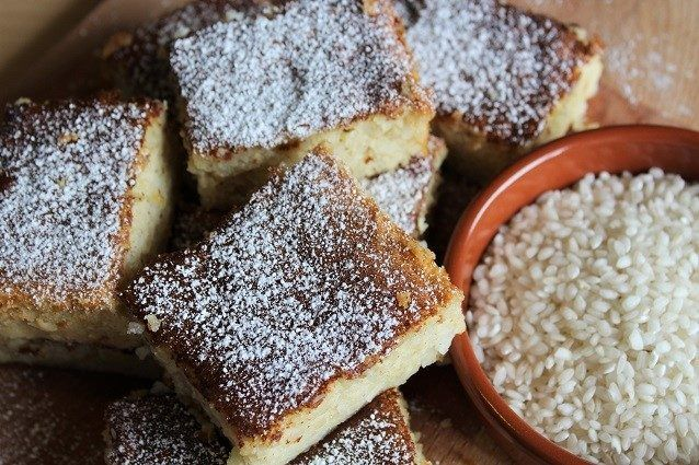 La torta di riso è un dolce tipico della tradizione culinaria bolognese, diffuso in tutta l'Emilia, è chiamata anche torta degli addobbi ed è un dolce semplice, per cui vi serviranno pochi ingredienti, tra cui riso, uova, latte e zucchero