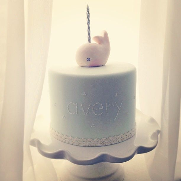 such a sweet first birthday cake from #ibicake