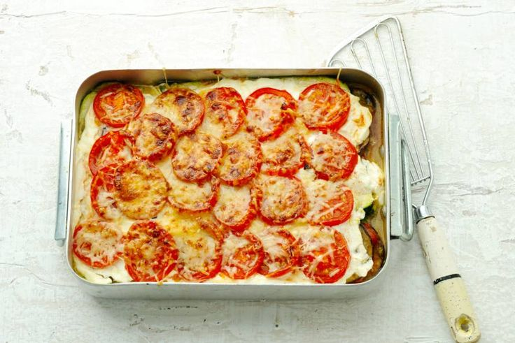 Als er 5 soorten groente in een lasagne zitten, dan mag je het wel een groentelasagne noemen - Recept - Allerhande
