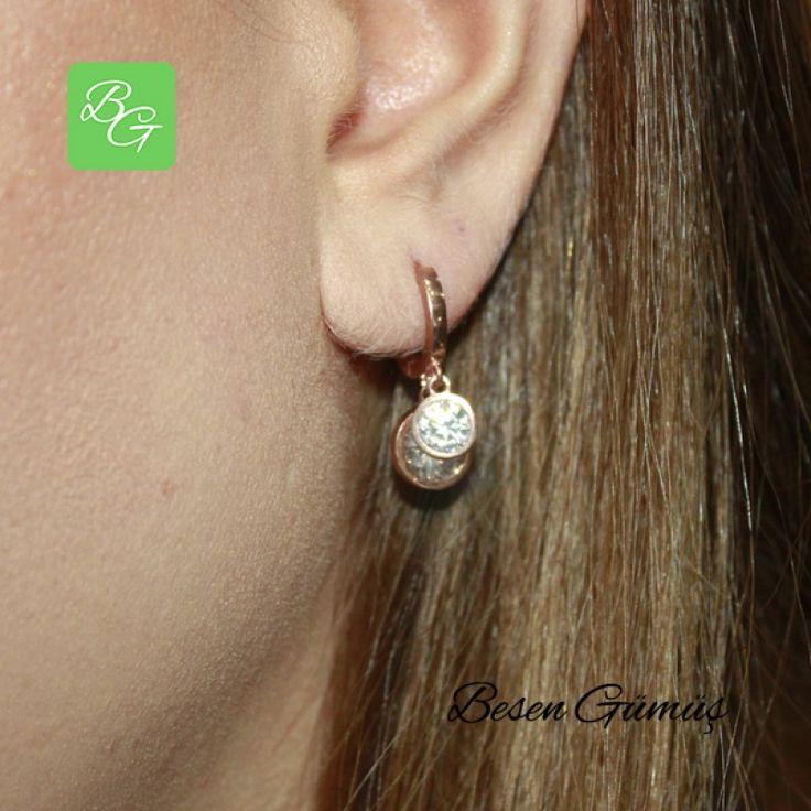 İki Taşlı Sallantılı Küpe  Fiyat : 75.00 TL  SİPARİŞ için www.besengumus.com www.besensilver.com  İLETİŞİM için Whatsapp : 0 544 641 89 77 Mağaza     : 0 262 331 01 70  Maden         : 925 Ayar Gümüş  Taş                : Zirkon Kaplama      : Rose  Besen Gümüş  #besen #gümüş #takı #aksesuar #sallantılıküpe #ikili #taşlıküpe #kadınküpe #gümüşküpe #izmit #kocaeli #istanbul #izmitçarşı #tunceli #ankara #bursa #izmir #onlinealışveriş #alışveriş