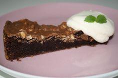 Kladdkaka med täcke av choklad och schweizernöt - Jennys Matblogg