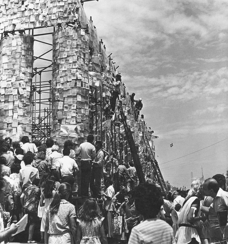 Grundsteinlegung für The Parthenon of Books - documenta 14