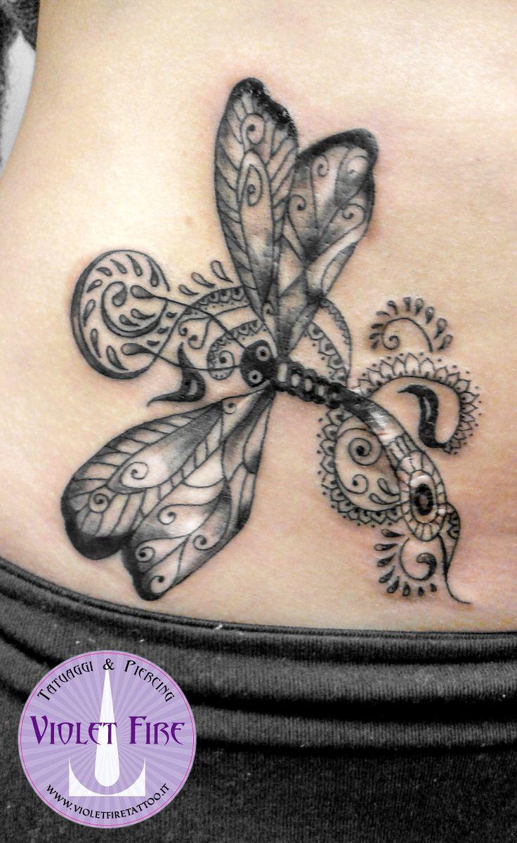 Tatuaggio mehndi libellula su pancia - Violet Fire Tattoo - tatuaggi maranello, tatuaggi modena, tatuaggi sassuolo, tatuaggi fiorano - Adam Raia