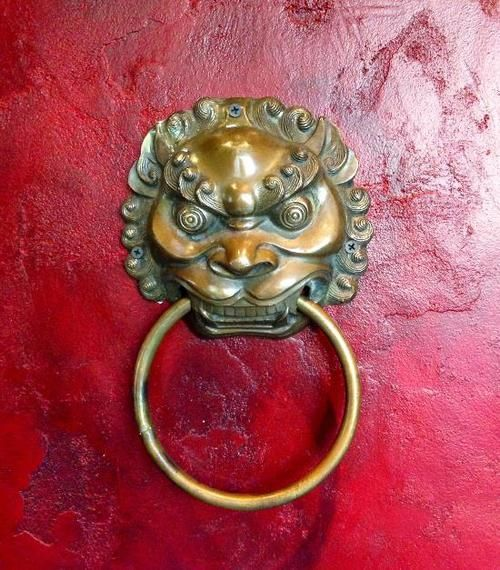 Love this gold door knocker at the new downtown Tao. # & 145 best Crimson + Chinoiserie images on Pinterest | Chinoiserie ... Pezcame.Com