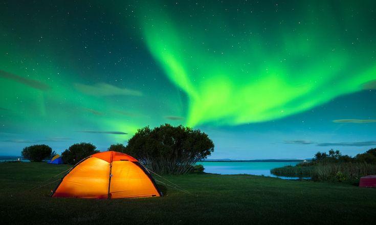 Che ne dite di campeggiare con l'aurora boreale?